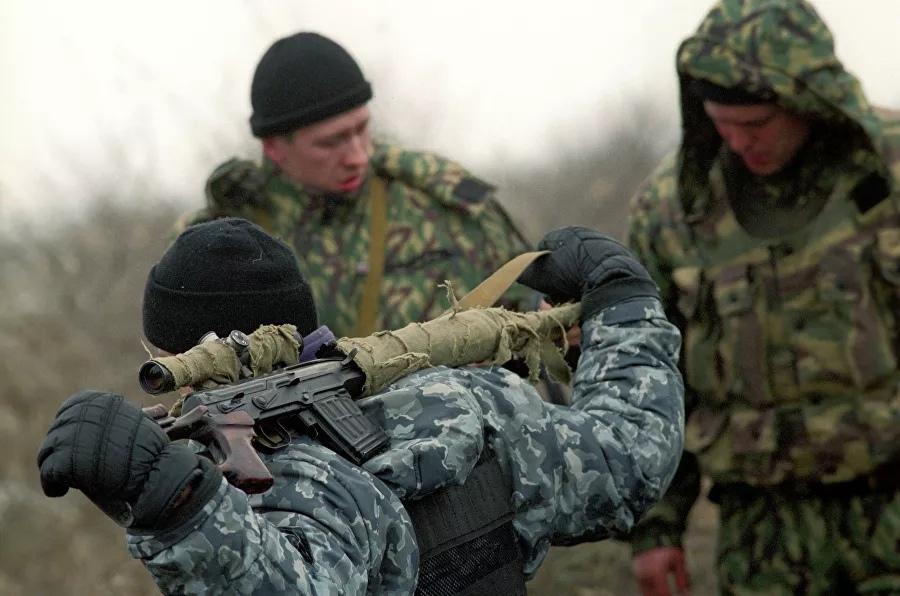 Расположение федеральных войск России в селе Первомайское Хасавюртовского района Дагестана на границе с Чеченской Республикой