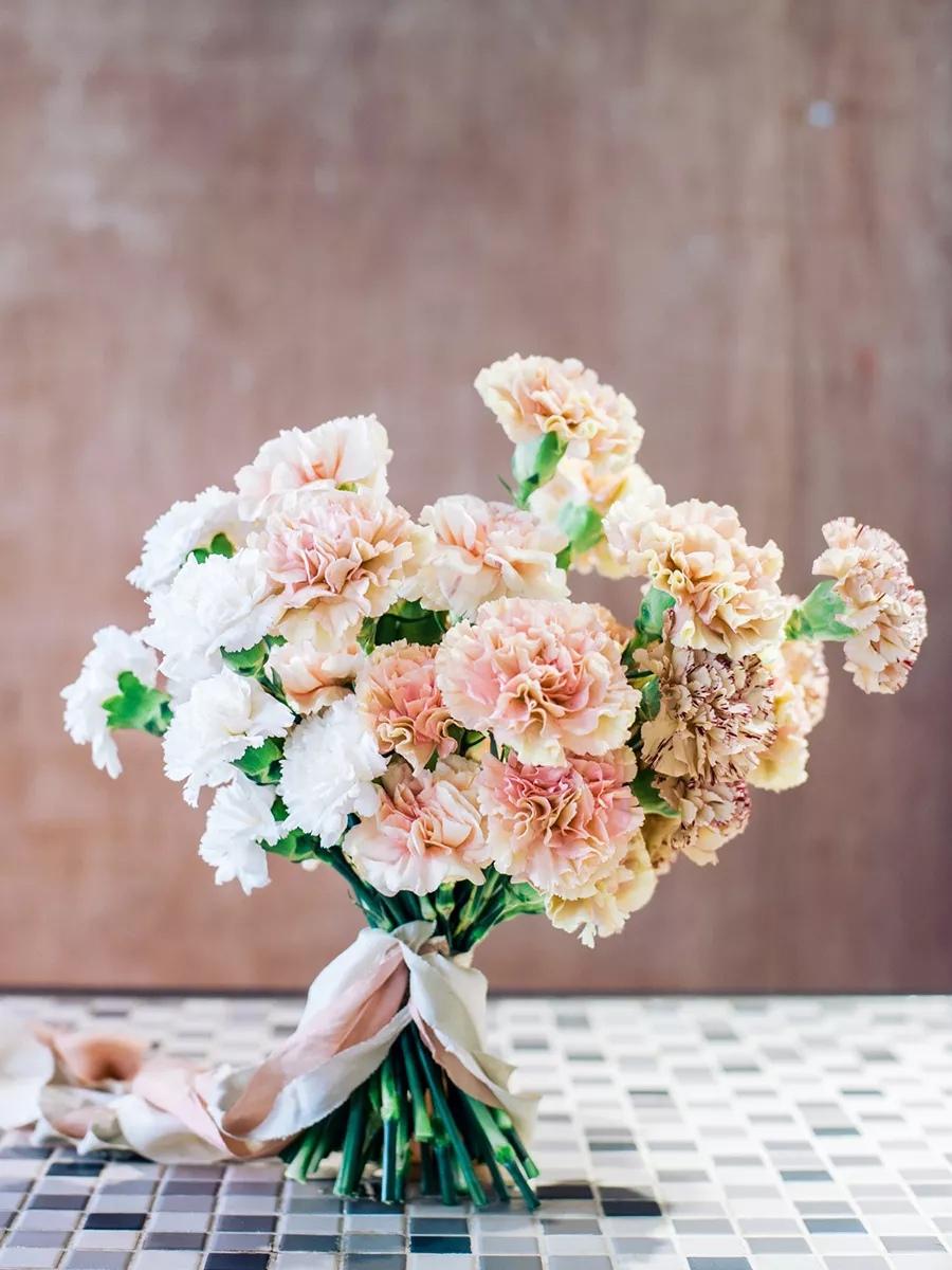 VsuA GHdVmQ - Свадебные букеты с гвоздиками - фото