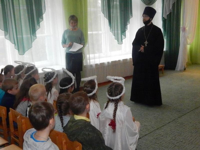 """В детском саду №9 """"Берёзка"""" города Петровска прошёл праздничный утренник, посвящённый Пасхе"""
