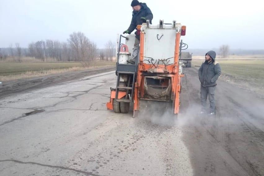 В Таганроге ведется по карто-ямочный ремонт на двух автомобильных дорогах