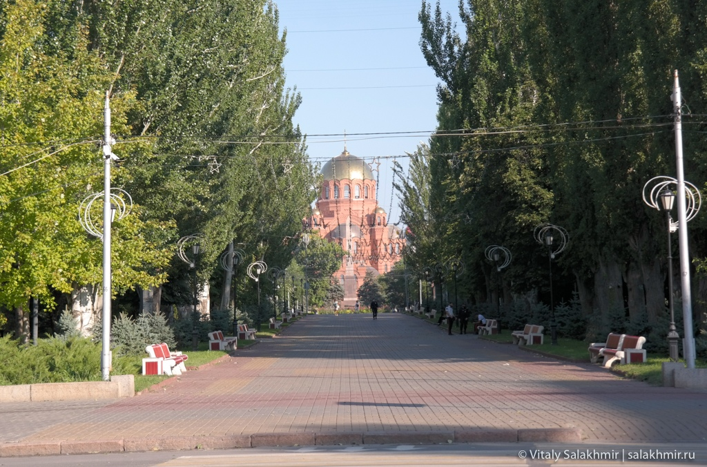 Александро-Невский собор, вид с аллеи Героев, Волгоград