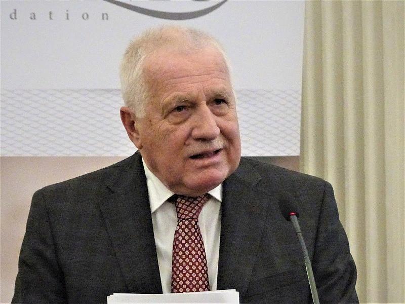 Экс-президент Чехии назвал выдуманными обвинения в адрес России