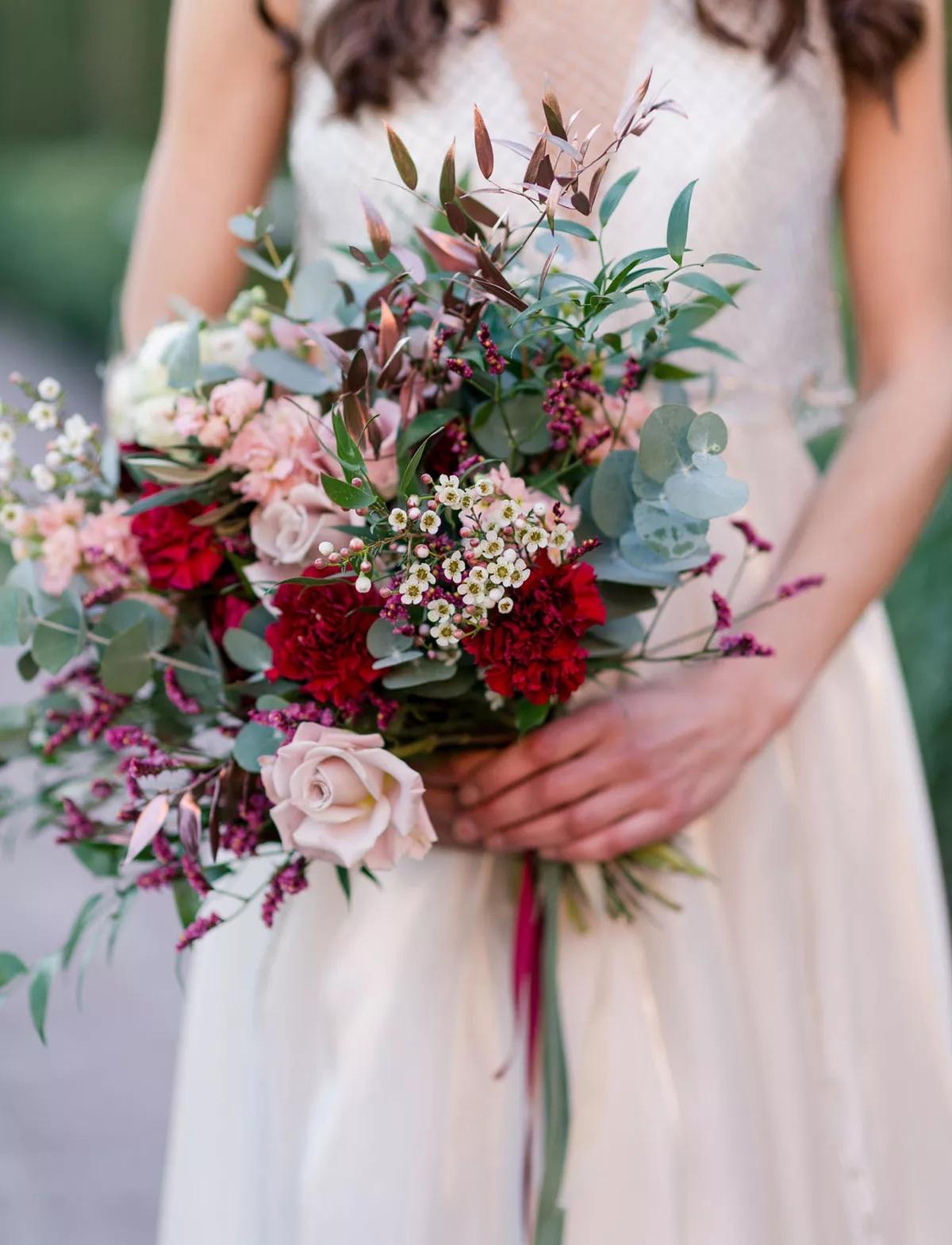 0I7ao2AECD8 - Свадебные букеты с гвоздиками - фото