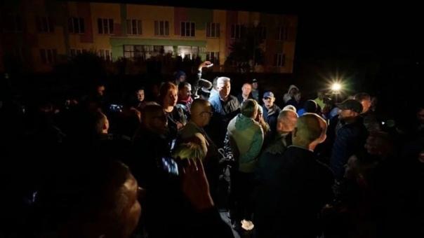 В Подмосковье жители устроили народный сход после ...