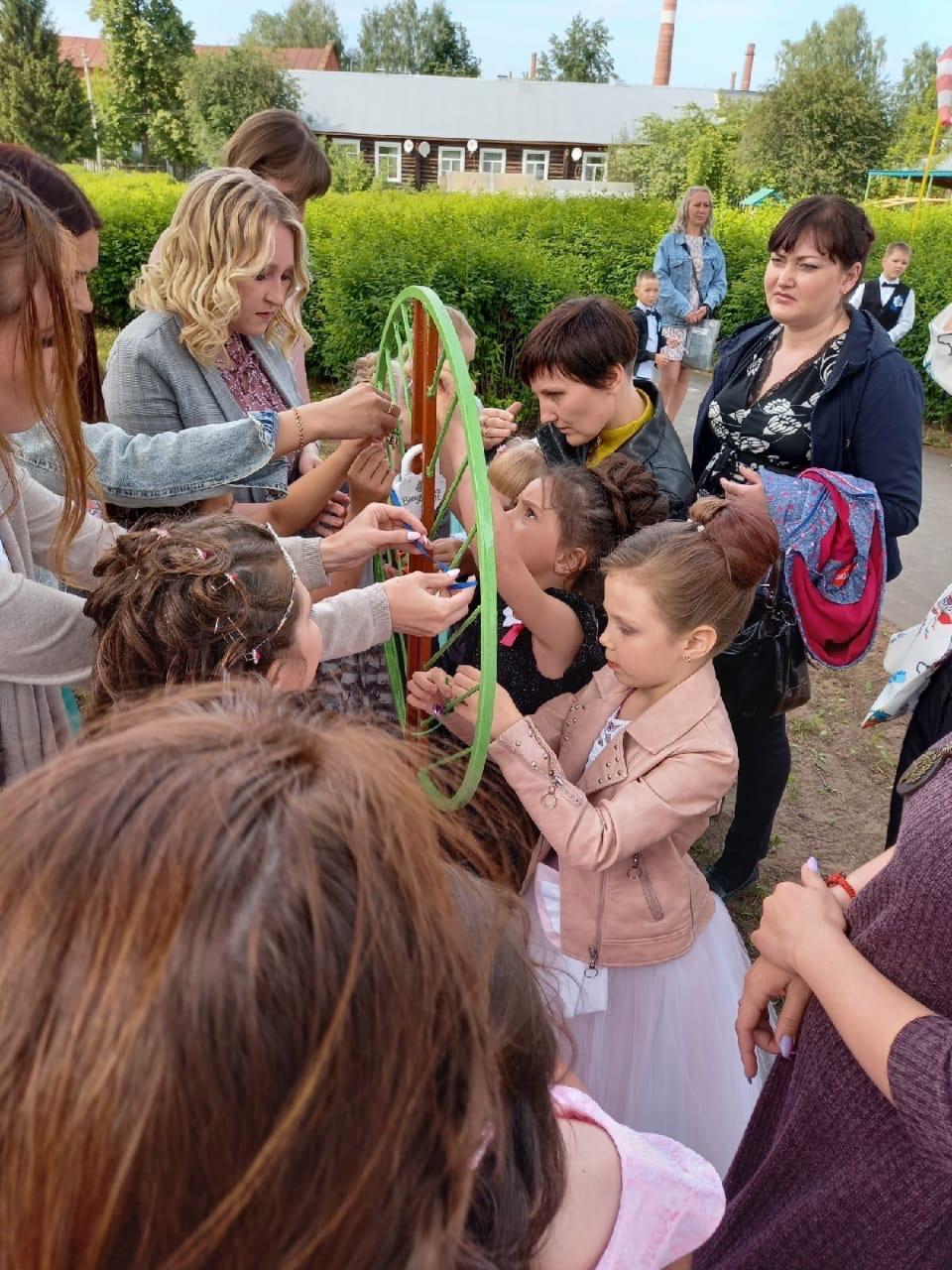 В детском саду №1 открылась Аллея выпускниковК