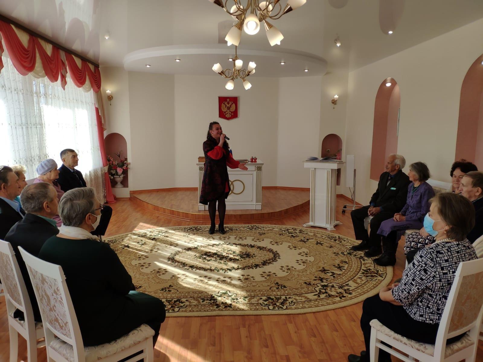 Фестиваль юбиляров супружеской жизни прошел в Можгинском