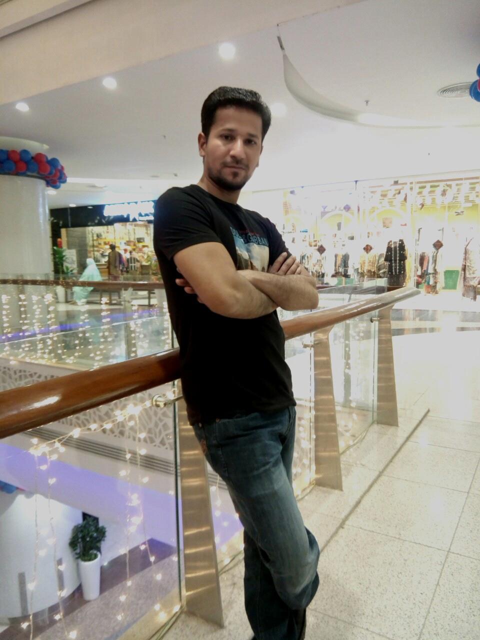 Naveed, 24, Karachi