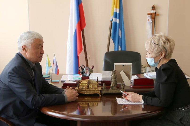 Секретарь РО Единой России, Председатель Парламента Кан-Оол Даваа встретился с сенатором Диной Оюн.