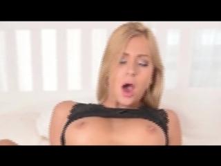 Классная девочка  получает удовольствие (кончает оргазм секси masturbate orgasm sexy erotic) #киска #дрочит #мастурбирует