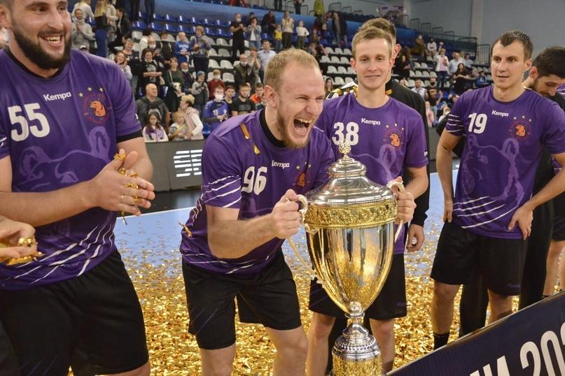 """Суперкубок. В гандбол играют 14 человек, а выигрывают в России всегда чеховцы. Седьмой трофей """"медведей"""", изображение №1"""