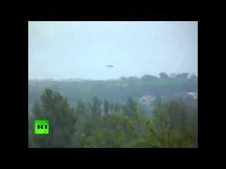 Украинский вертолет обстреливает цель под Славянском