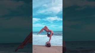 An amazing cool Yoga on a log. Perfect body control in handstand - Yoga challenge - Part 2