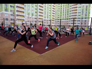 Женские тренировки под открытым небом