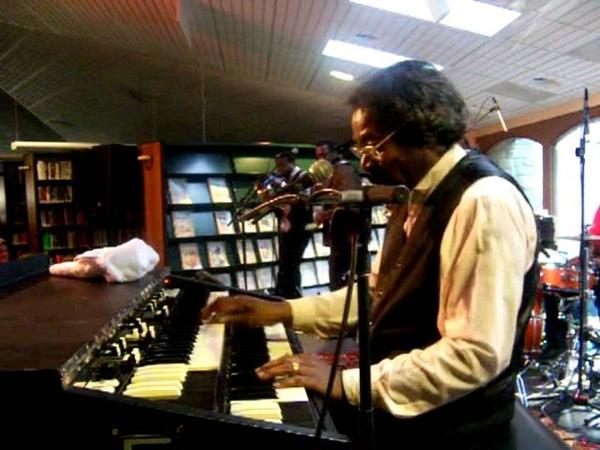 BUCKWHEAT ZYDECO on Hammond Organ