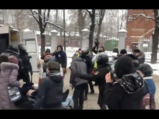 Для одного из задержанных в Москве вызвали скорую