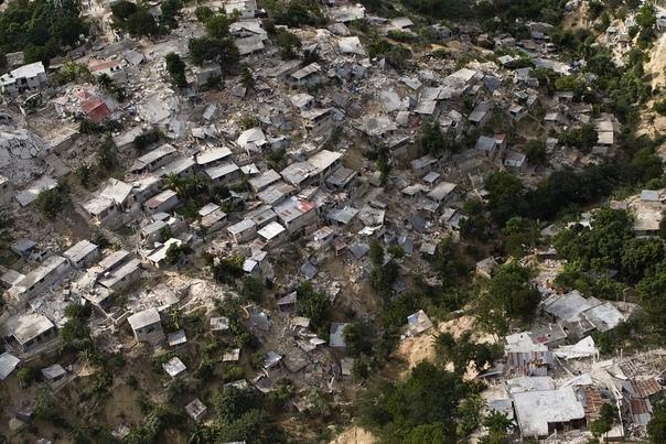 Апокалипсис в Порт-о-Пренс. Гаити, 12 января 2010 года. В пятом часу вечера 12 января Карибская и Северо-Американская литосферные плиты решили узнать друг друга поближе. Результатом стало
