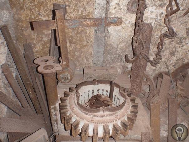 Искусство магнетизма Эдвард Лидскалнин латышский иммигрант, который каким-то образом в одиночку построил целый замок из многотонных валунов. До сих пор непонятно, как человек, весивший 50 кг и
