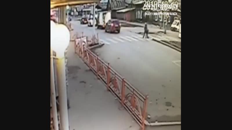 На пешеходном переходе сбили женщину с ребёнком. Октябрь 2018. Иркутск