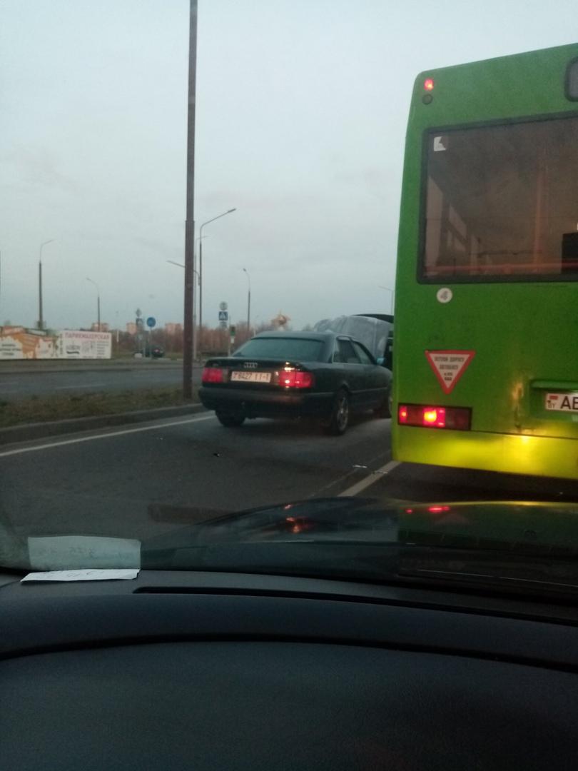 Утром на ул. Махновича в Бресте загорелся автомобиль