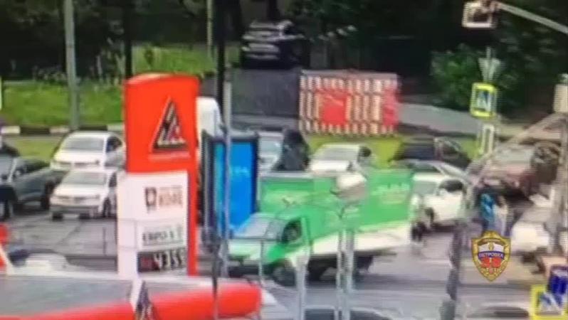 """Южнопортовый район on Instagram """"Мужчина разбил стекло машины на Велозаводской и украл ноутбук за 120 тысяч. Подозреваемого задержали при попытки сбыта. Заведено уголовное…"""""""